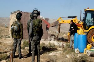 Israeli Forces Order Palestinian Brothers to Dismantle Agricultural Structures in Jordan Valley